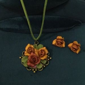 Victorian Rose Pendant Necklace Earrings Set NEW